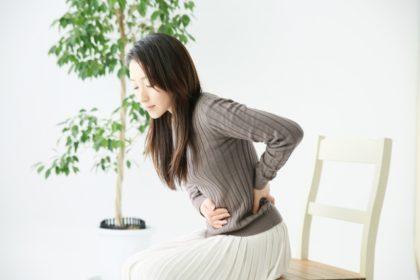 坐骨神経痛の症状がひどい女性