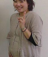 KAORI様妊娠8ヶ月笑顔画像